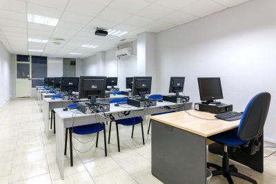Aulas equpadas con equipos informáticos