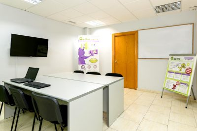 Coworking, sala de reuniones y proyecciones